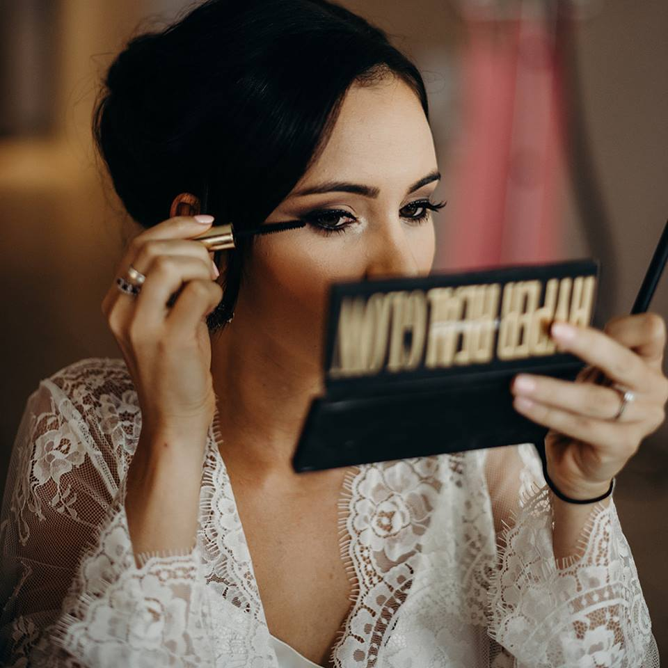 Makeup Artists Cairns - professional mobile wedding and event makeup - Abbee Hay - 5.jpg