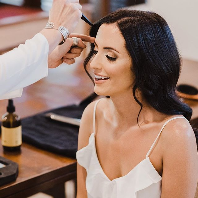 Our beautiful Cassie 💕 an absolute dream 💖 Photography by @therawphoto . . . #bridalbeauty #bridemakeup #makeupsrtistscairns #cairnsmakeupartist #weddingmakeup #weddingmakeupartists #bridegoals
