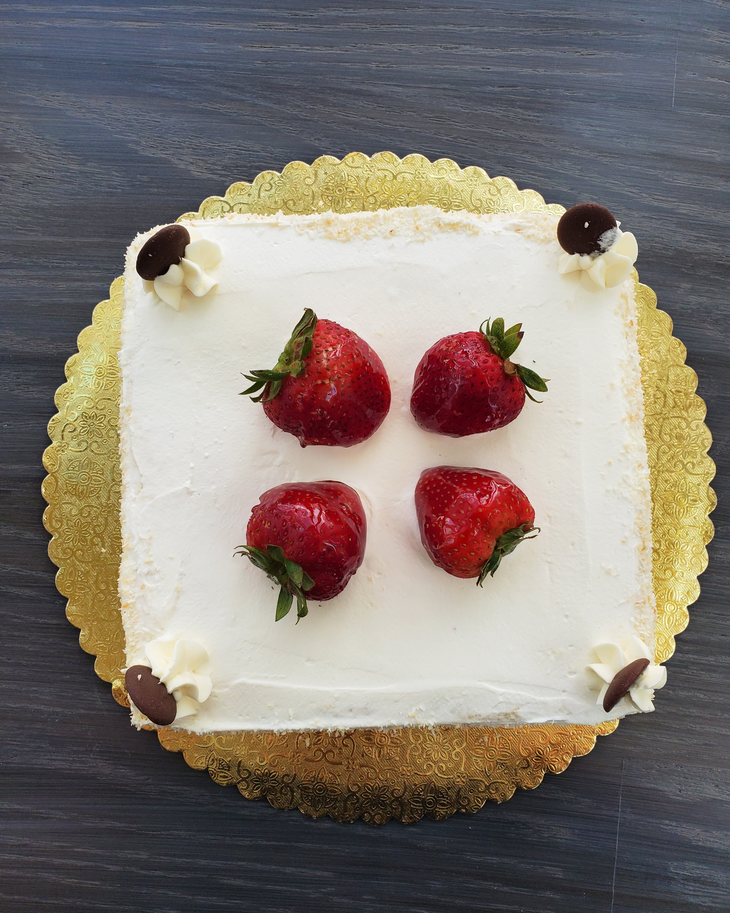 STRAWBERRY FRASIER - White sponge cake filled with fresh strawberries and coconut mousse