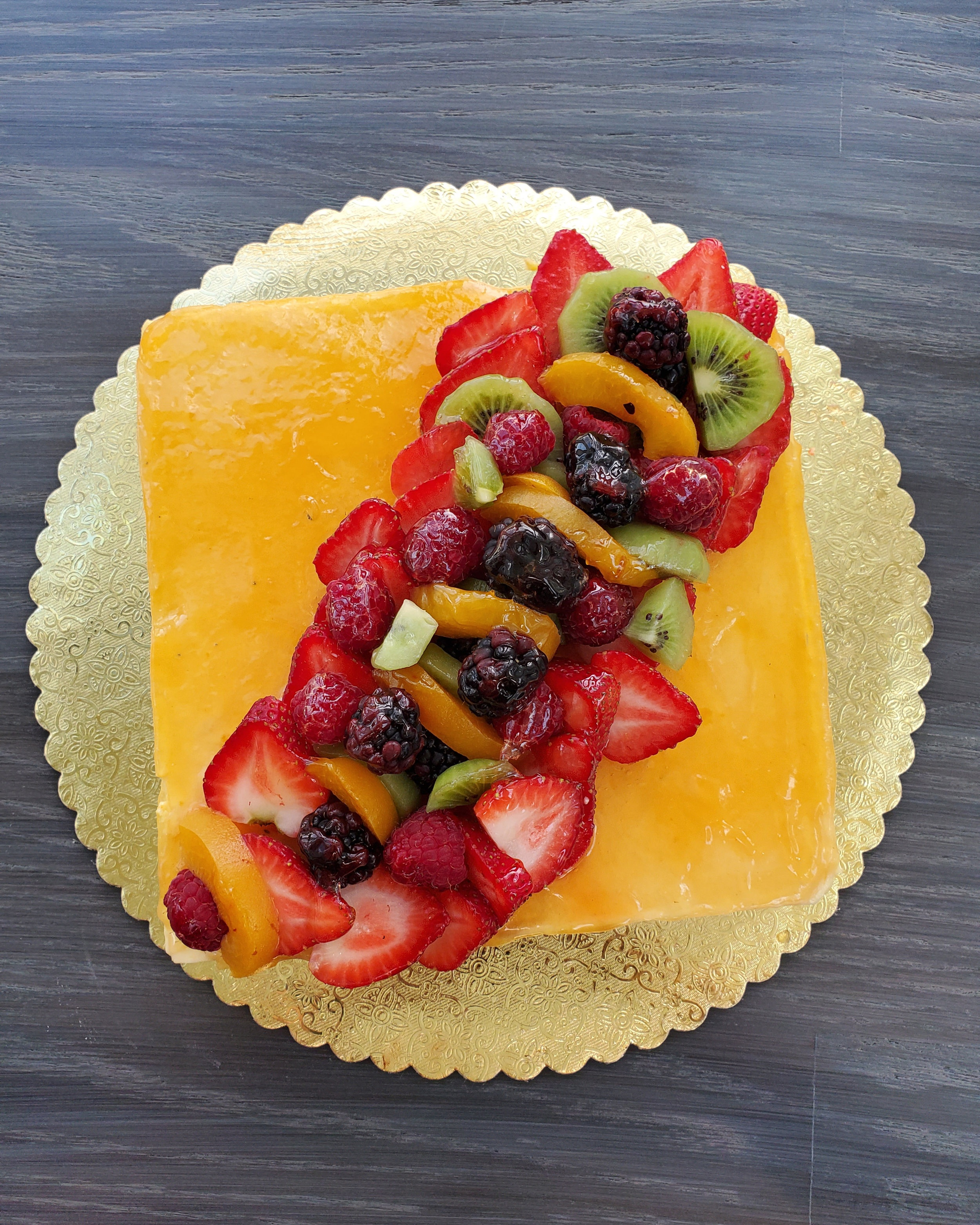 MANGO MOUSSE - Sponge cake with layers of mango mousse