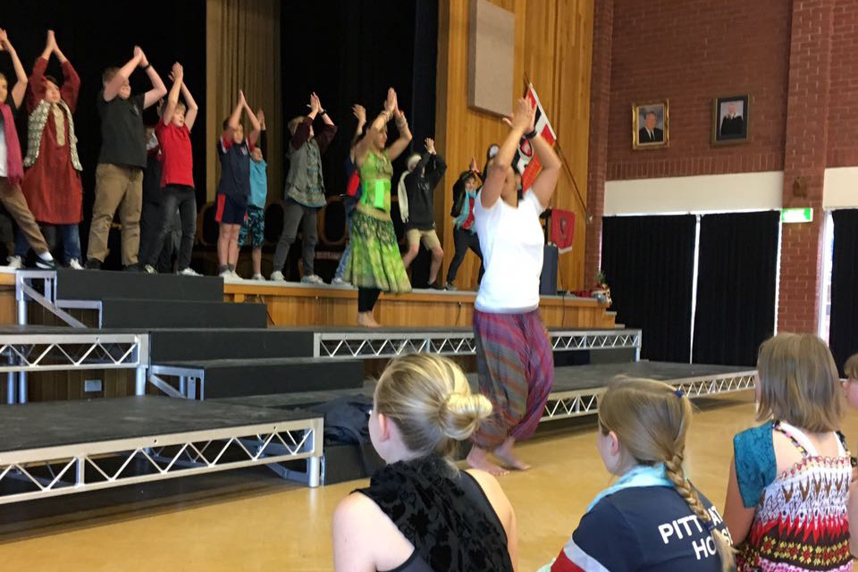 sirens-dance-bollywood_workshops_school-program_kids-performing