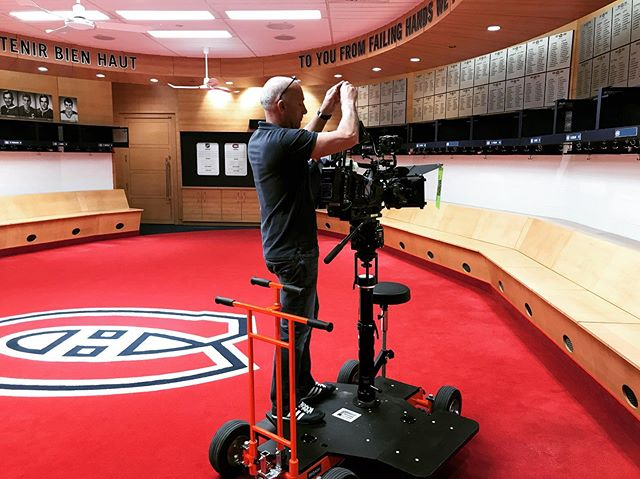 CTV video shoot.  #dontsteponthelogo #bellcentre #montrealcanadiens #hockey #montrealcanadians #ctv #baldeslumieres #baldeslumières #dollyshot #videoproduction #teamlockerroom #montreal #leshabitants