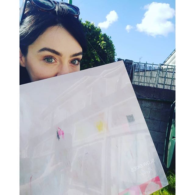 Selfie in the garden with my baby (record) who turned 1 yesterday...they grow up so fast! There are still some lilac vinyls left if anyone wants one just follow the link in my bio 🌺 #irishmusic #slowskies #realign