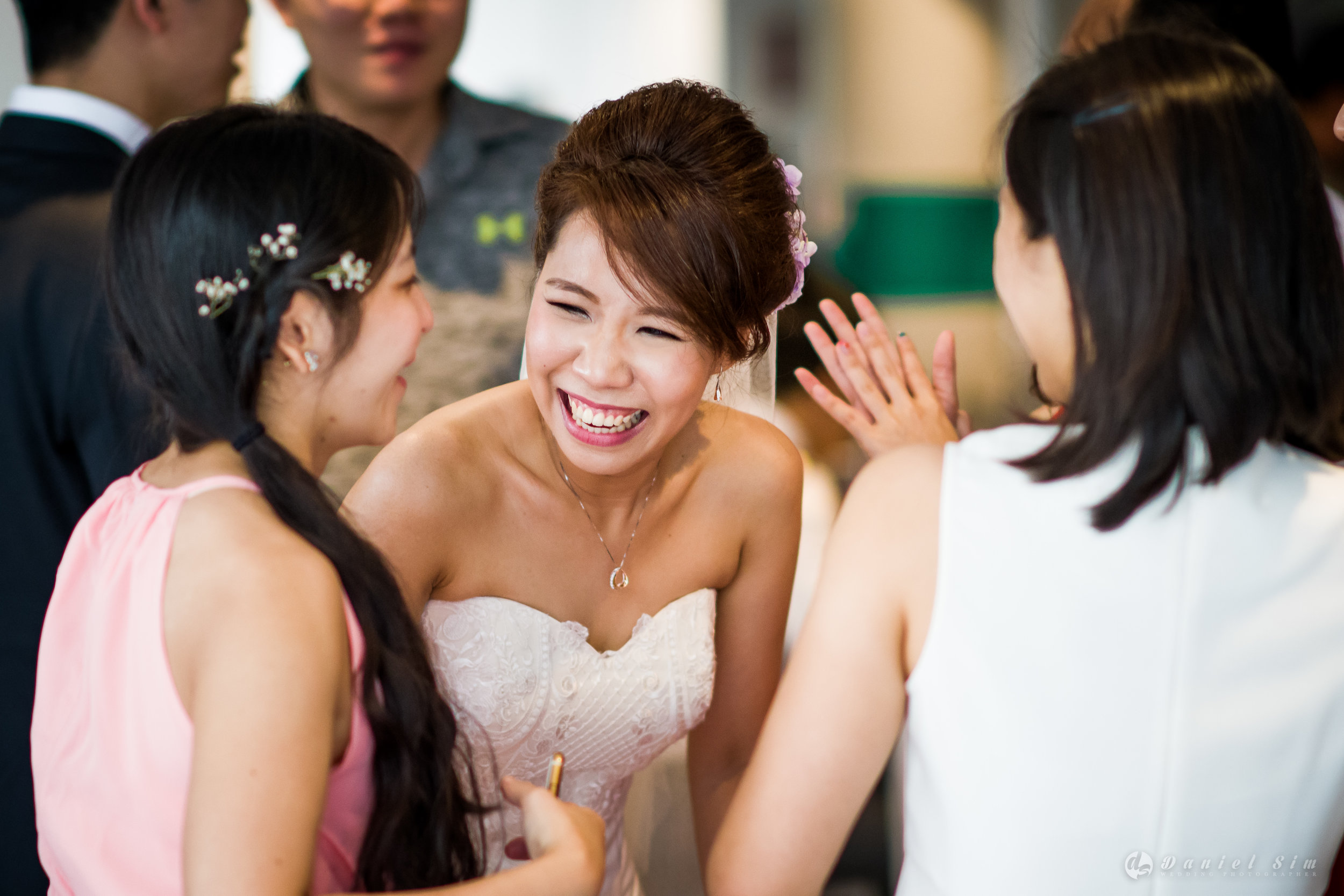 bride-talk-laugh-friends-church-wedding-love-singapore.jpg