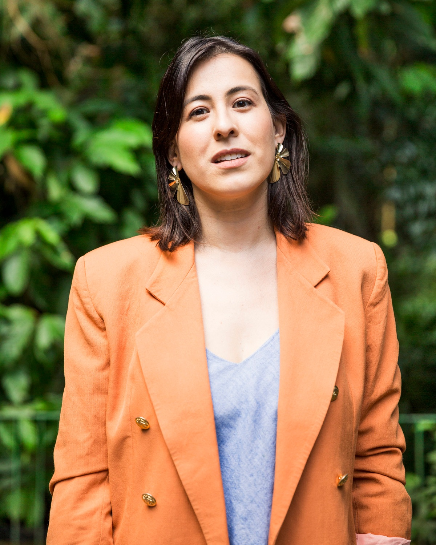 Rafaela Garcia - Consultora de estilo e palestrante, provoca reflexões sobre a relação de cada um com o consumo e o estilo. Depois de 10 anos atuando no mundo corporativo, transformou a sua própria vida começando pelo armário e descobriu que o autoconhecimento e a construção de uma relação saudável com o consumo podem melhorar, e muito, o planeta e a vida das pessoas. Compartilha suas descobertas no instablog @armariosrevoltos e é cofundadora da MagMov.