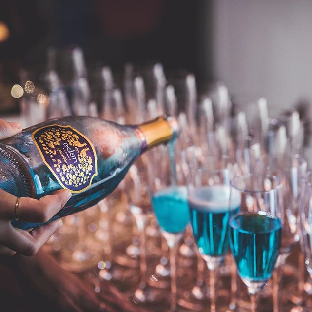 💙🥂 Make your spring bank holiday brunch a little more enchanting with Eden. Last chance to get 20% off all orders of Eden Blue Sparkling Wine. Offer code ENCHANTEE20 ends today! . . . . . #EdenSparklingWine #EdenizeYourself #SparklingWine #instachampagne #champagnelover #ChampagneLife #WineLover #winelife #vino #Chardonnay #winetime #itsfiveoclocksomewhere #happyhour #wineistheway #LondonBrunch #LondonWeekend #TopLondonPhoto #SundayVibes #GoodMoments #sommlife #wineglass #wineblogger #bucketlist #staycation