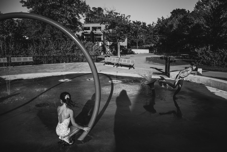 Montreal-family-photos-heat-wave-sprinkler-park11.jpg