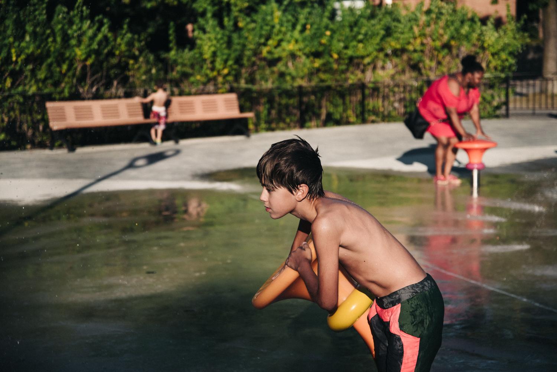 Montreal-family-photos-heat-wave-sprinkler-park13.jpg