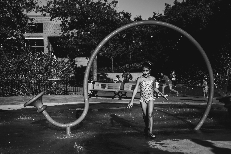 Montreal-family-photos-heat-wave-sprinkler-park05.jpg