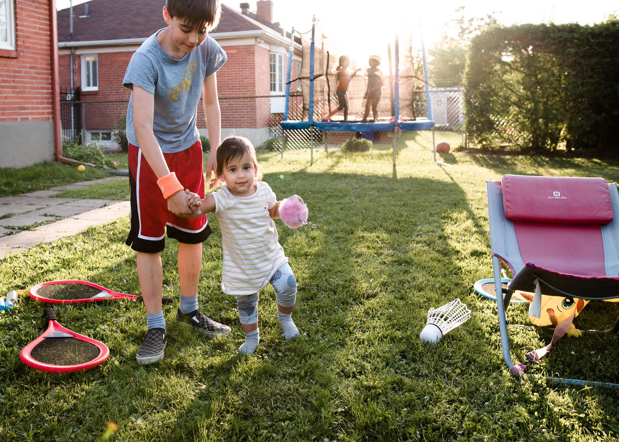 montreal-family-photography-backyard02-2.jpg