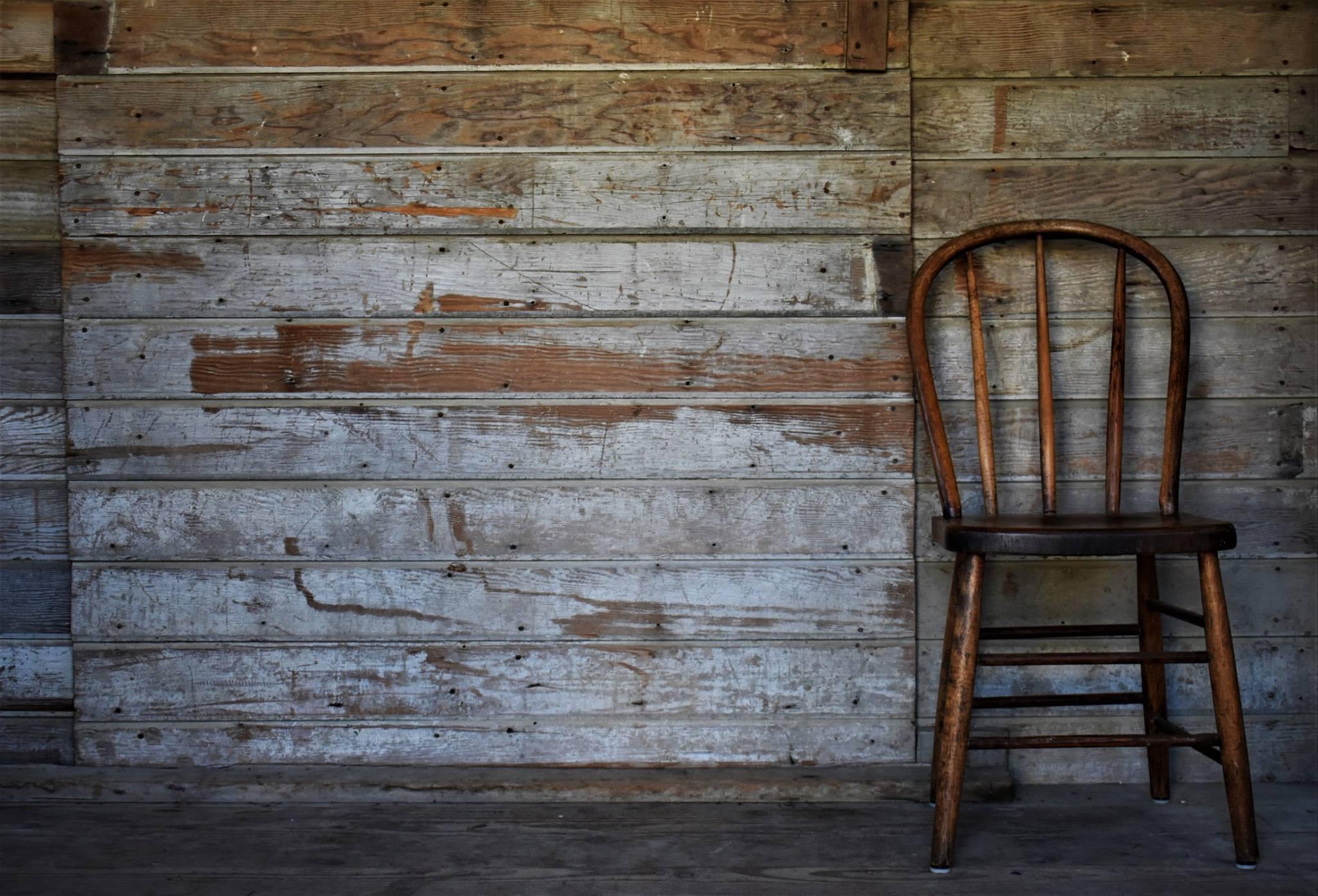 groom's room rustic wall
