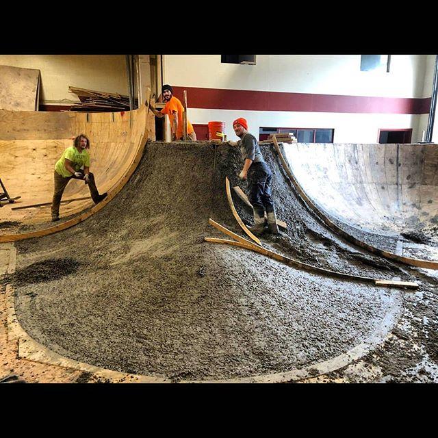 Before and after process pictures of the concrete hip we poured @whartonstwarehouse last January. 📷 @nefariousgrimace #5thpocketskateparks #5thpocketdesign #philly #philadelphiaskateboarding  #designbuild #skateparkconstruction #skateparkdesign