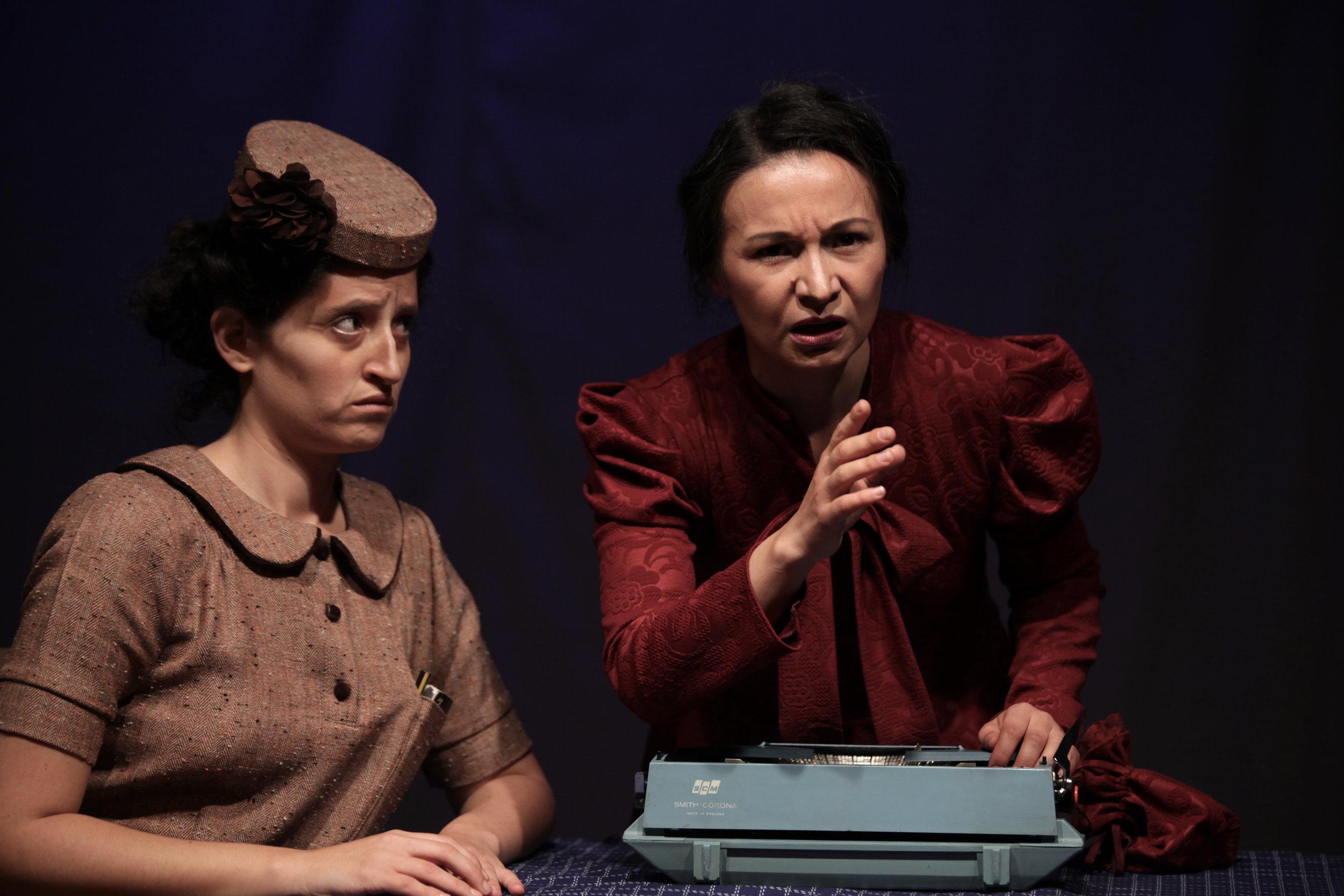 Virginia Woolf: Salomé Velasco / Agatha Christie: Fernanda Corral