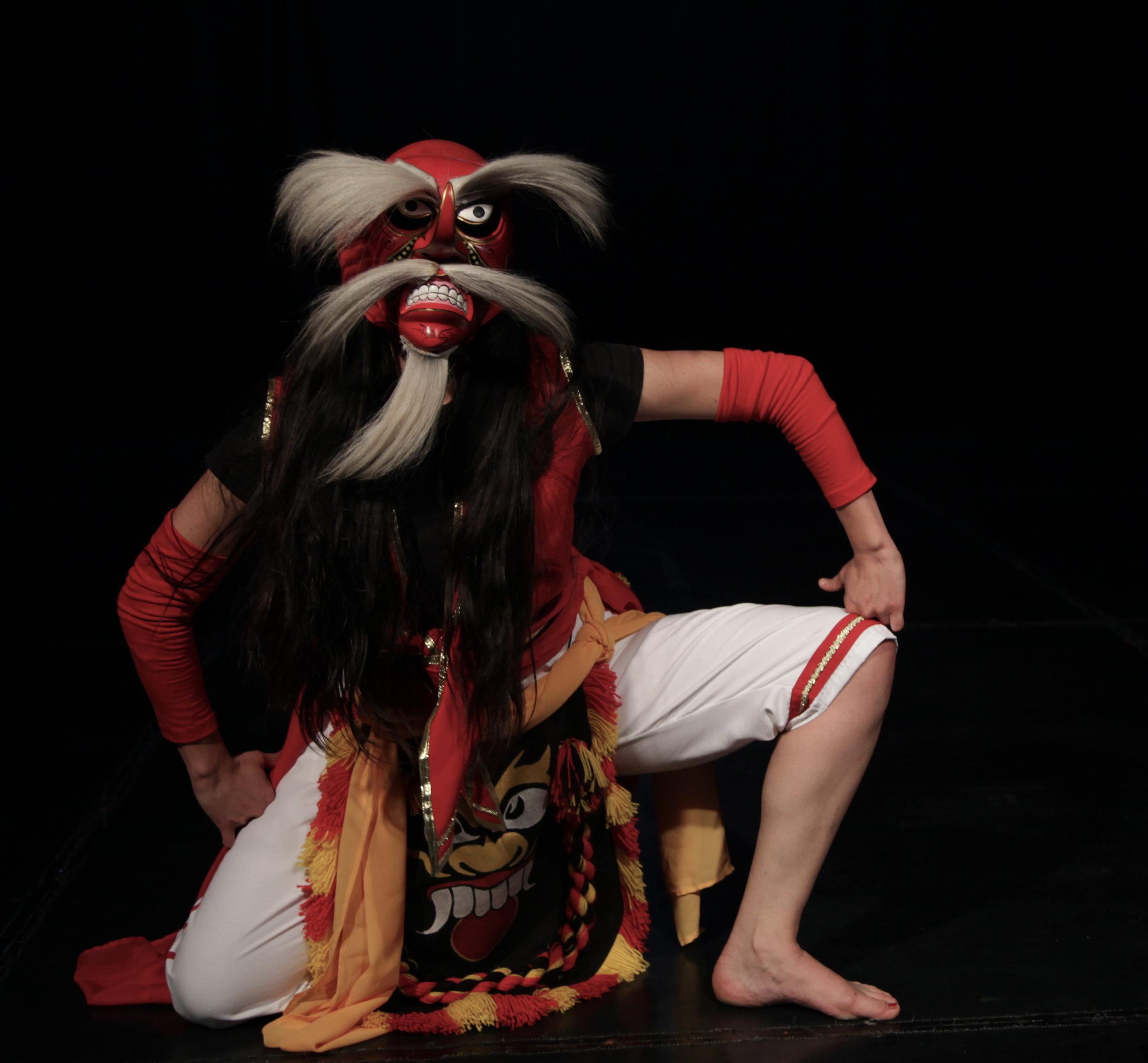 Danza Topeng de Indonesia . Cristina Duque. Foto. Silvia Echevarria El Apuntador