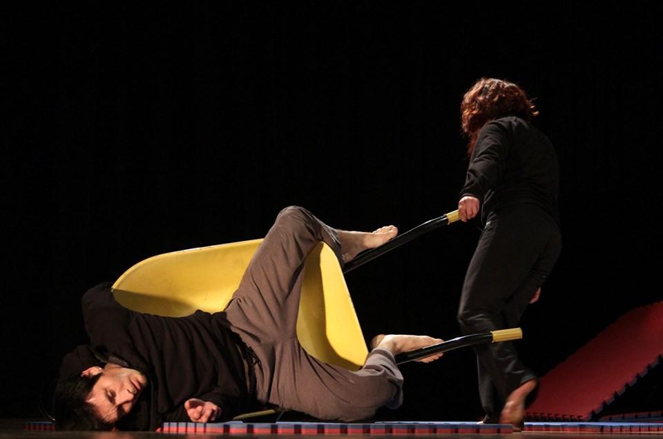 El lugar de los cuerpos pesados , Darwin Alarcón Fabre y Cristina Baquerizo