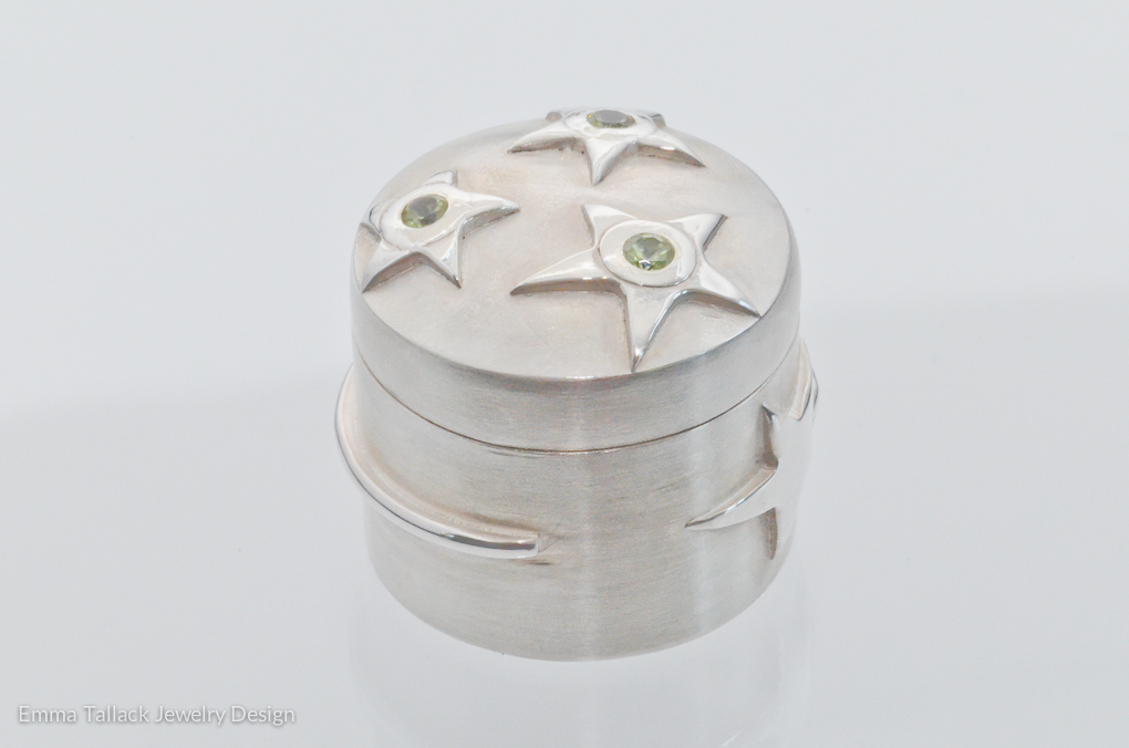 Example: Sterling silver, 3mm faceted peridot stones set into friction fit lid, magic wand wraps around the box, Size: approx. 3 cm diameter Peridot is the August birthstone