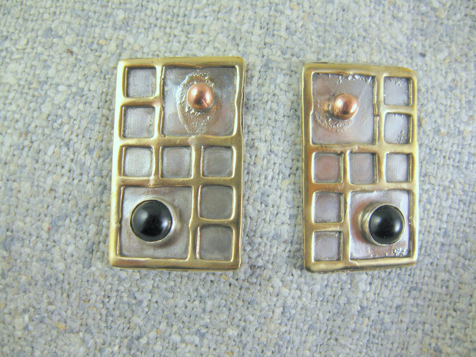 deco earrings (remove)