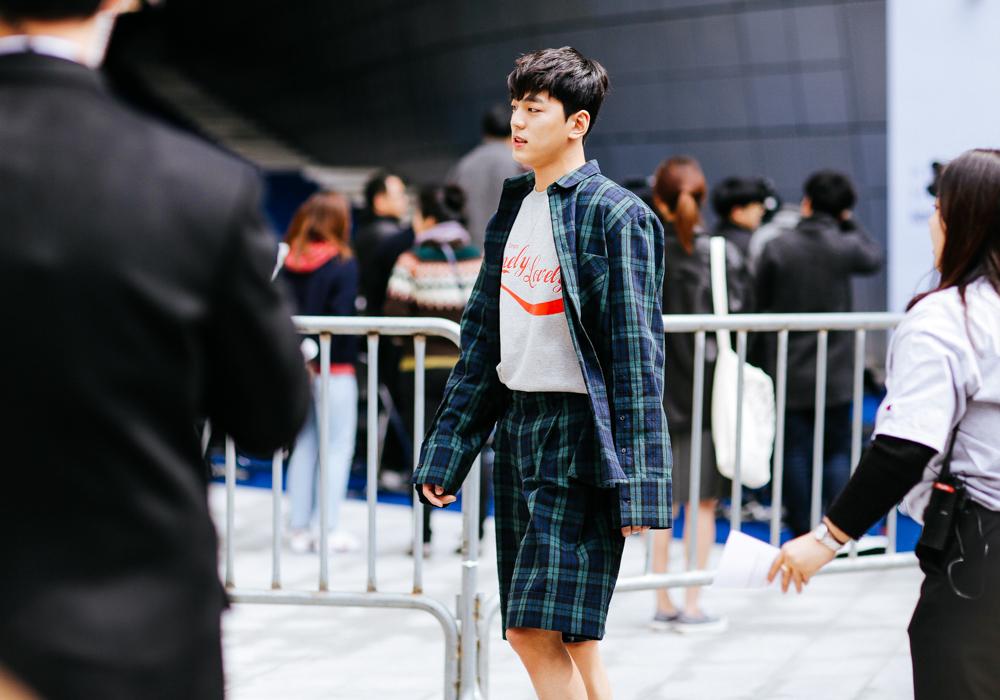 Seoul-fashion-week-FW-2017-Street-style-Buro247.sg-day-5-11.jpg