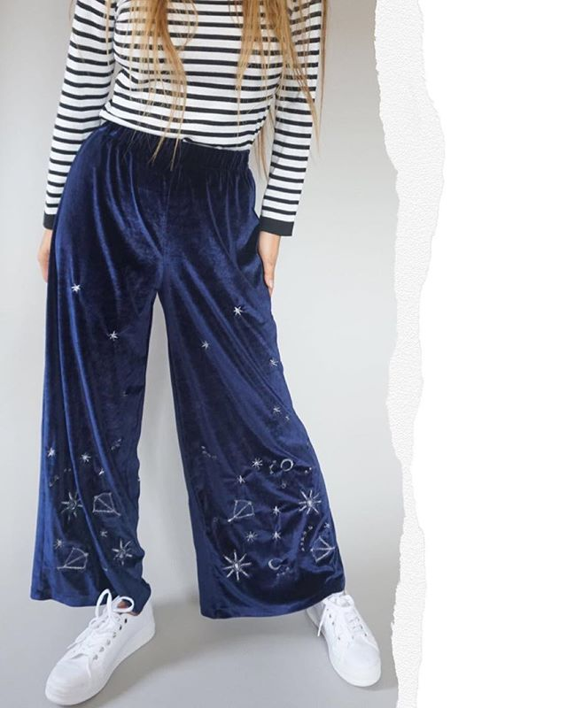 You can never go wrong with velvet in autumn winter... just saying💁🏽♀️🌨❄️ . . . #eastfenglondon #aw18 #velvettrend #velvetpants #outfitlondon #cantgowrongwithvelvet #burrritscoldinhere #ootd #wizardpants #culottes #straightleg