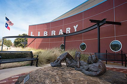 bedford-public-library-with-statue-01.jpg