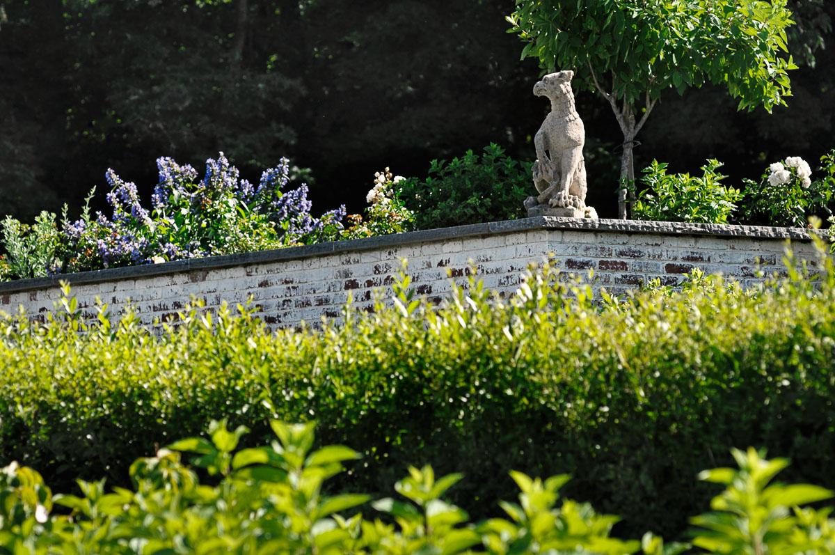 bird statue wall.jpg