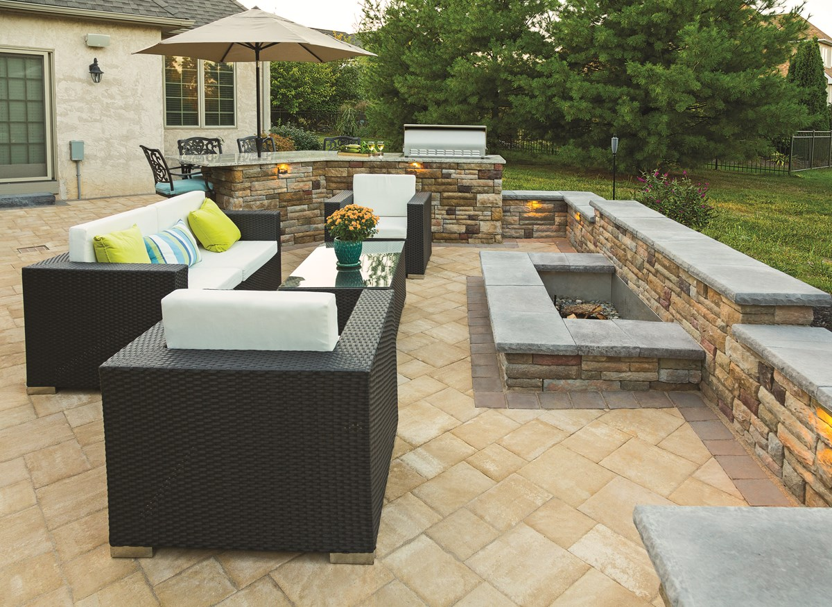 760-patio-fire-pit-walls-outdoor-kitchen-pavers ep henry.jpeg