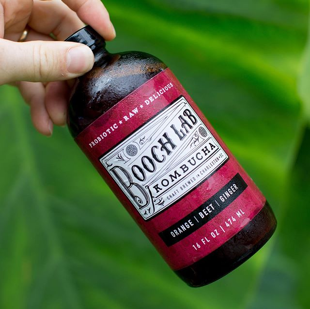 👉🏽Today! @johnsislandfarmersmarket until 1:30pm. Stop by and say hey 👋🏼and grab some @boochlabkombucha 👨🏻🔬for the week ahead. We'll have growlers, bottles to go and fresh drafts for you.🤙🏾