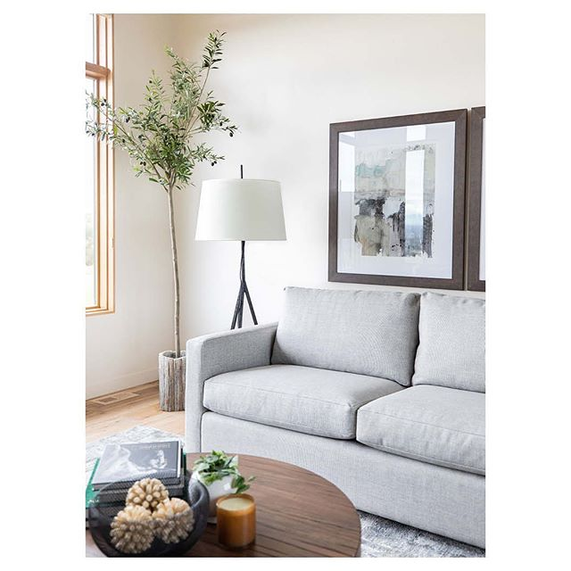 The sitting room at #projectmodernoak is simple, clean and fresh. Photos: @nicolediannephoto Stylist: @thefeatherednest.store *Link in bio to see more.