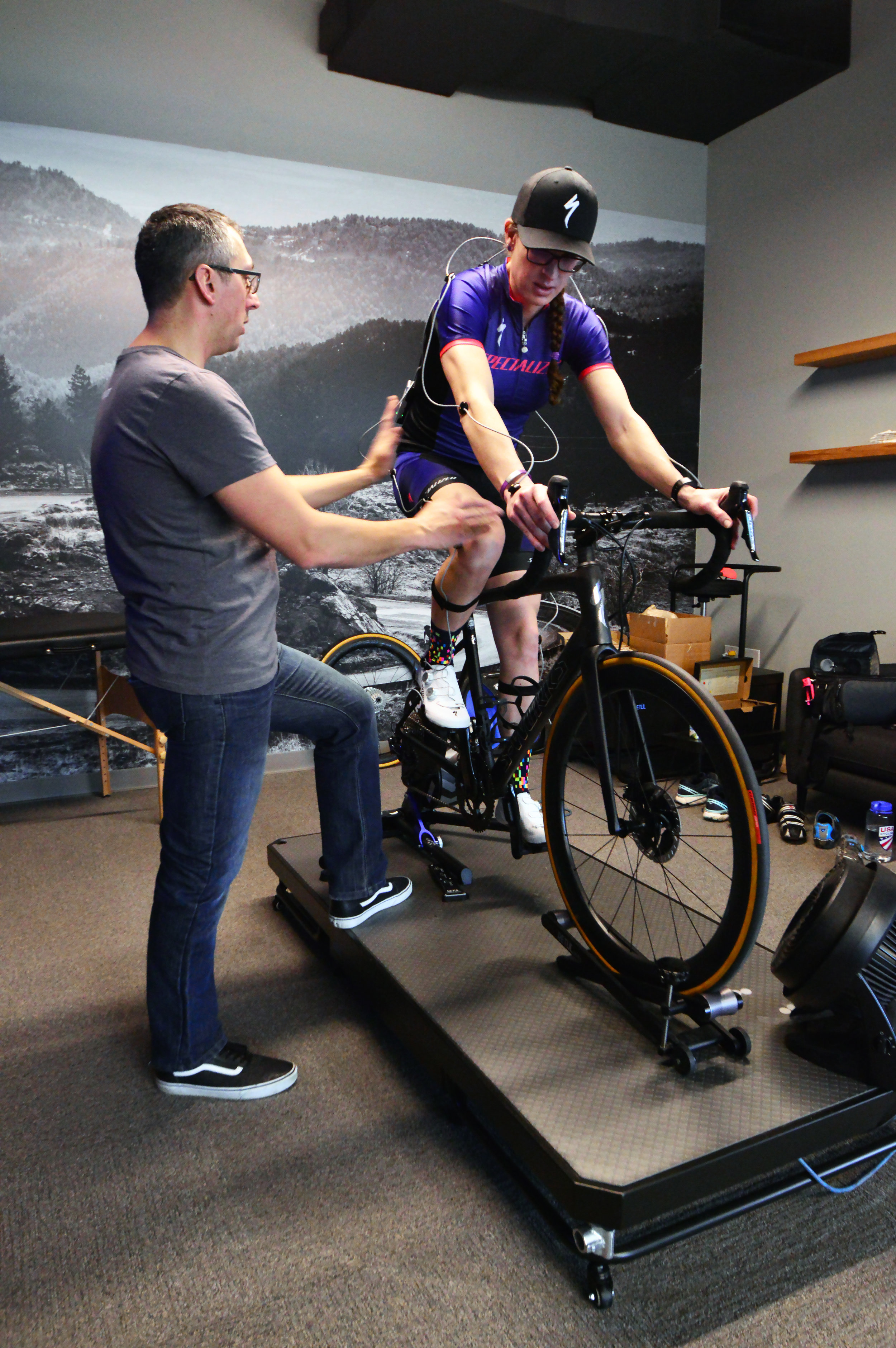 Williams explaining how Jillian's bike fit position is effecting her hip and knee alignment.