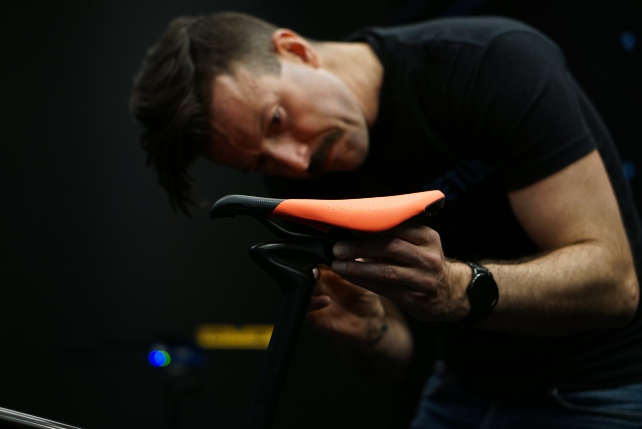 Aaron Post installs the new Power Saddle with Mimic technology