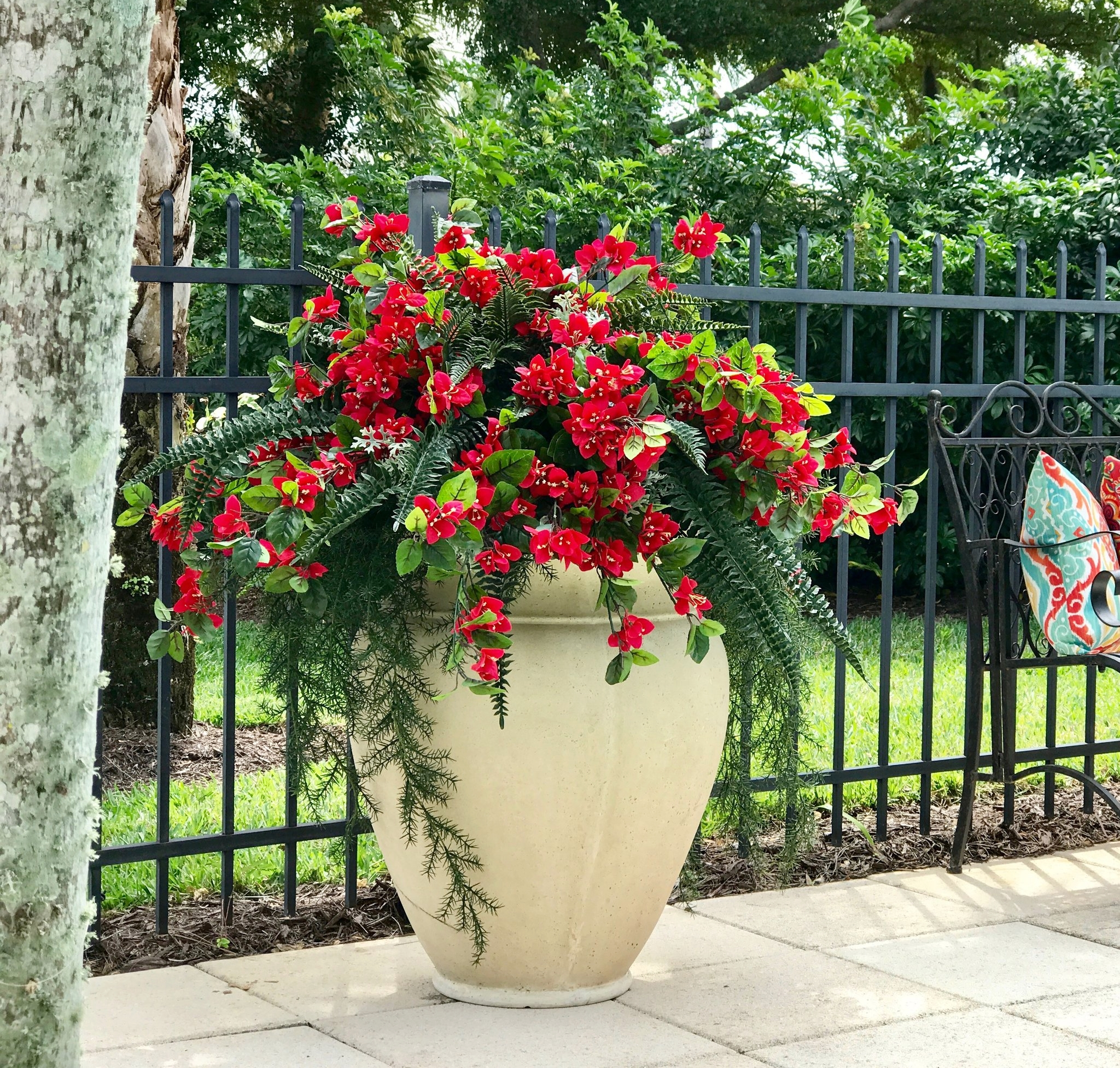 CONTAINER OF OUTDOOR ARTIFICIAL PLANTS