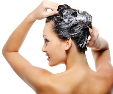 girl-washing-hair