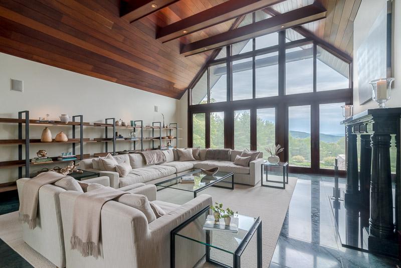 eastaway-living room wide_web.jpg
