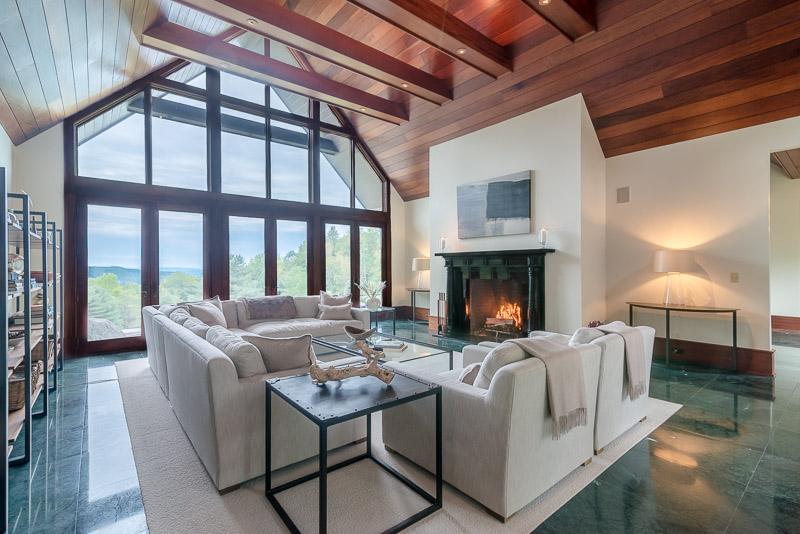 eastaway-living room_web.jpg