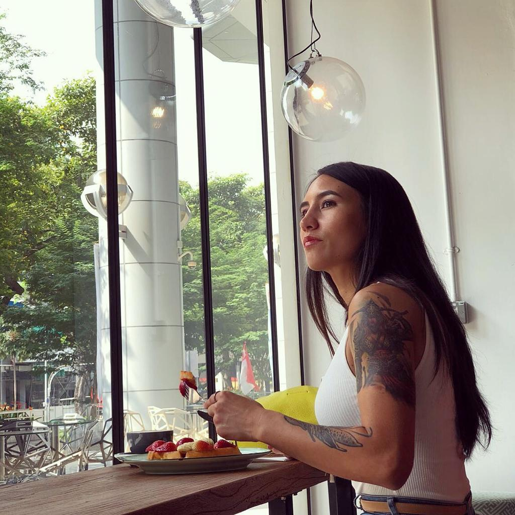 Kirstie combines her love for food and fitness to prepare holistic and healthy meals