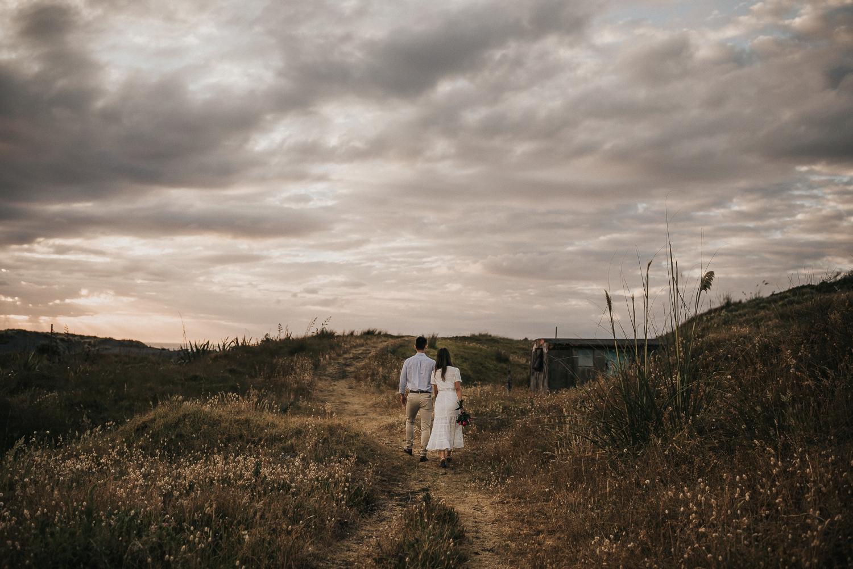 Muriwai Engagement photographer-18.jpg