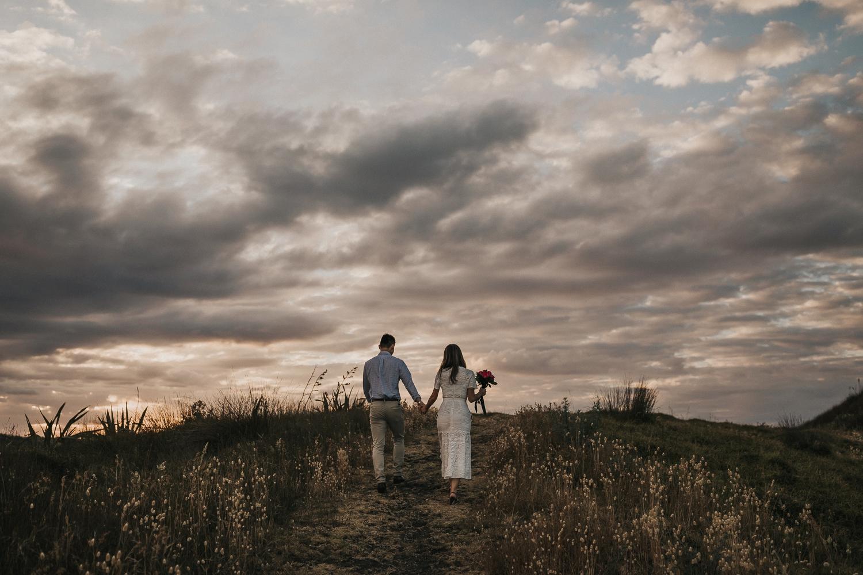 Muriwai Engagement photographer-19.jpg