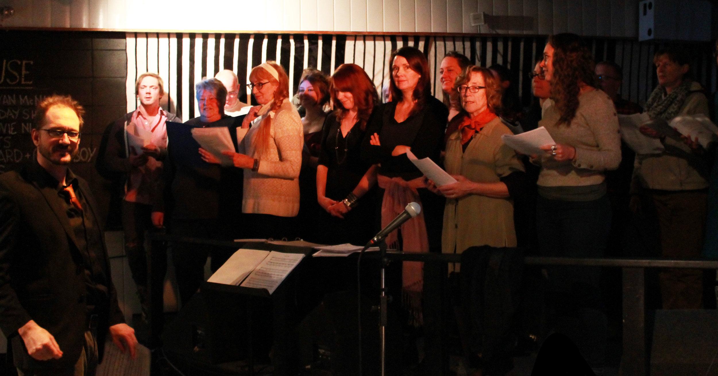 Choir-SM-looking_6675.jpg