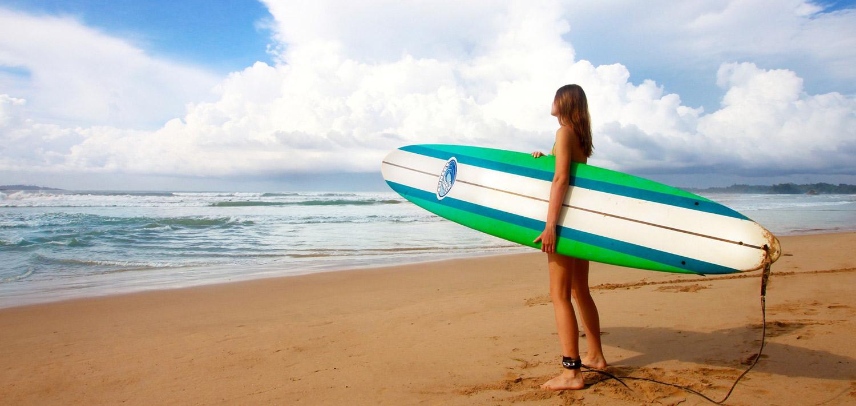 Frau-Surfen-Meer-Strand.jpg