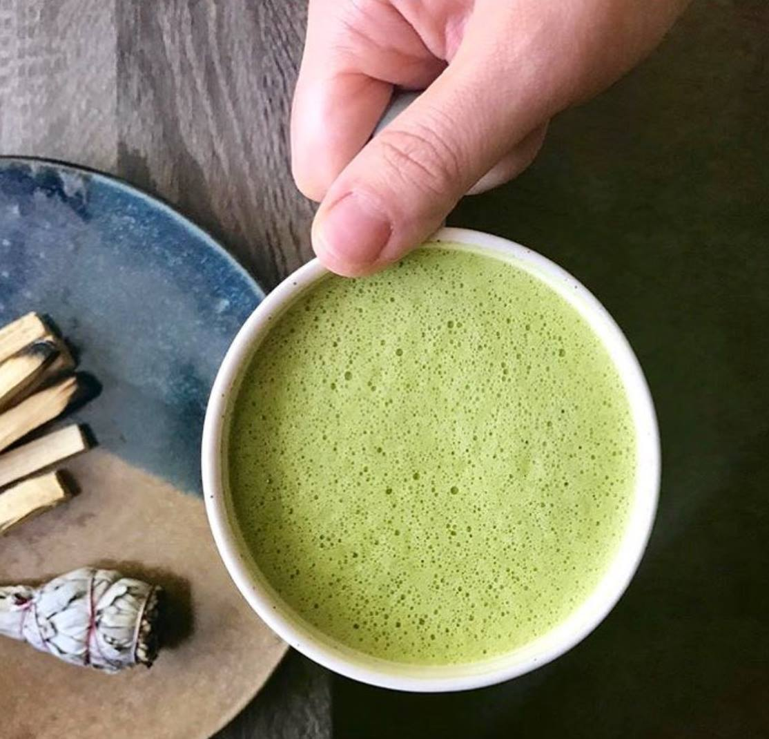Adaptogenic Matcha Latte 🍵 High in antioxidants, healthy fats and dairy free!💚 1/2 cup water 1/2 cup coconut milk or cashew milk 1 tsp organic matcha  1/2 tsp @rootandbones Reishi (bonus immune and hormone support) 1/2 tsp @rootandbones Chaga (immune and anti-aging ;)! 1/2 tsp vanilla extract  1 tbsp coconut butter Directions: Warm up water and milk on stove. Add to a blender with remaining ingredients. Blend until frothy.  Recipe inspired by @rootandbones Image by @rootandbones