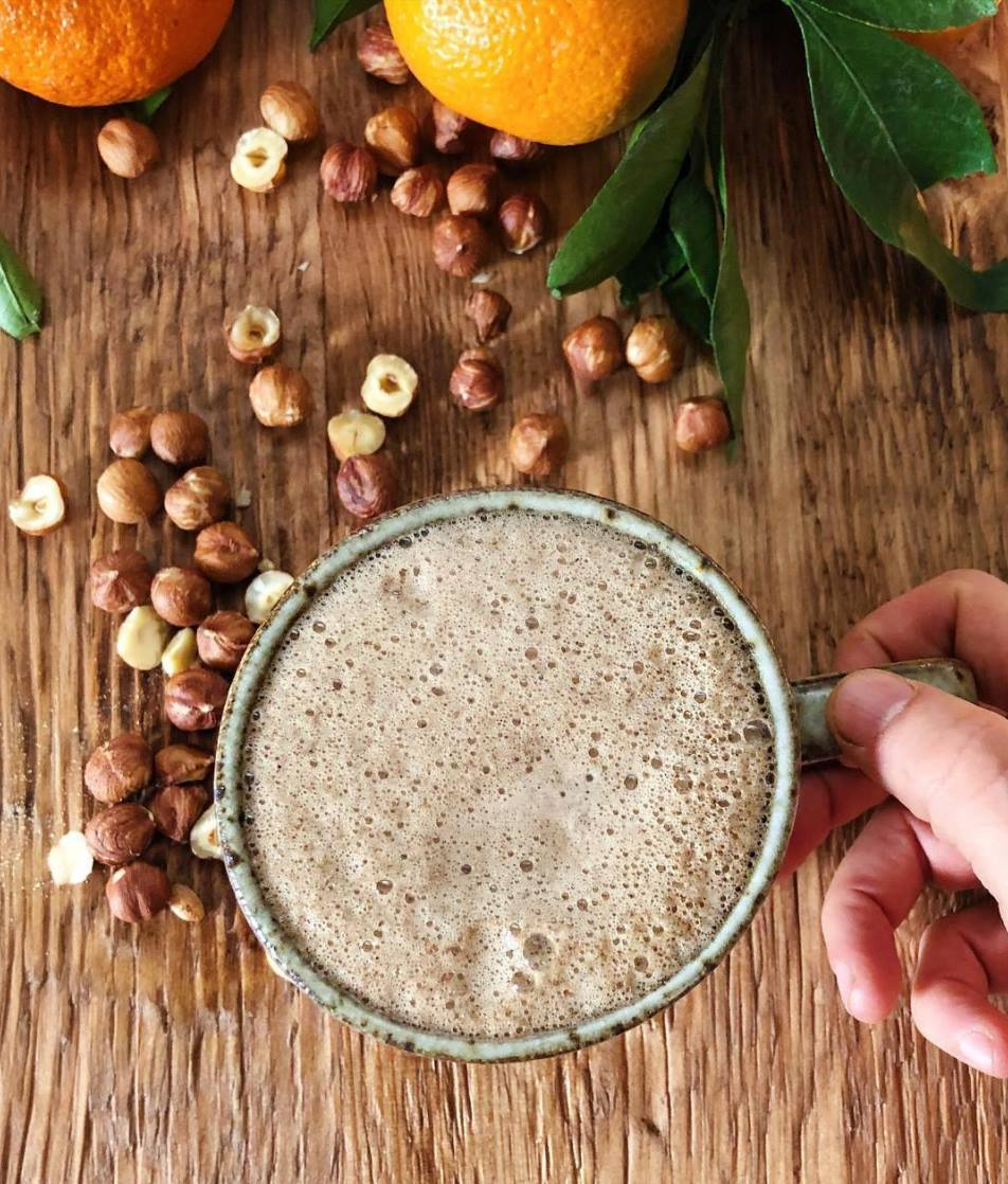 Image credit: @rootandbones  Here is their Hazelnut Cardamon Wild Orange Pine Pollen Latté recipe! 🌰🍊🌲⭐️  Ingredients:  1/4 cup hazelnut milk (creamy and oh so delicious) 1 tsp maple syrup (choose a good brand as pure maple syrup is a natural pre-biotic for good bacteria in the gut) 1/4 tsp ground cardamom  1/3 cup strong coffee 2 drops @doterra Wild orange oil 1 tsp @rootandbones Pine pollen  Directions: Make 1/3 cup pour over coffee. Heat or froth the hazelnut milk. Add coffee and milk and all other ingredients to high speed blender until frothy. ⭐️