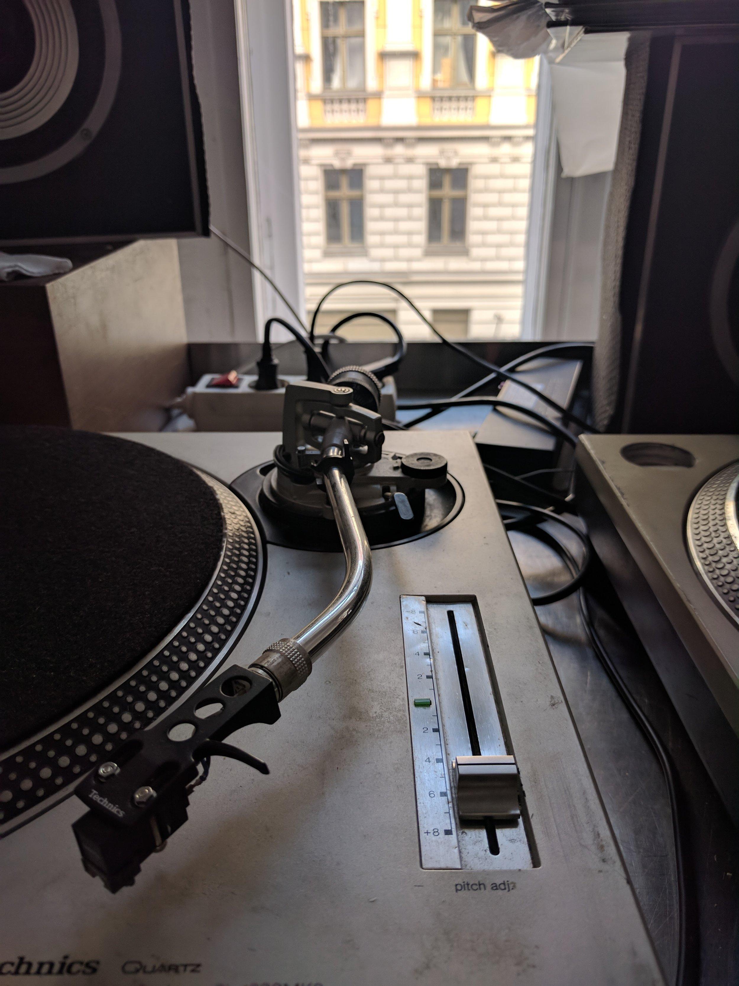 Record player photo 2.jpg