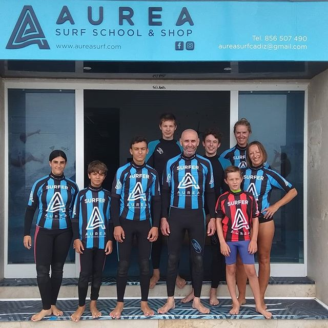 This Summer Morning is very special with perfect waves and the best friends. 😍💯🤙 Tomorrow more!!. 👩❤️👩💙⭐ Our Info: 🖨️ Website: www.aureasurf.com Contact: 856507490 Facebook: AUREA Surf Instagram: @aureasurf  #escueladesurfencadiz #cadizsurfschool #cadiz #andalusia #south #atlantic #ocean #waves #surfing #fun #friends #family #goldensurfers #nonstop #unforgettable #nature #yoursurfschool