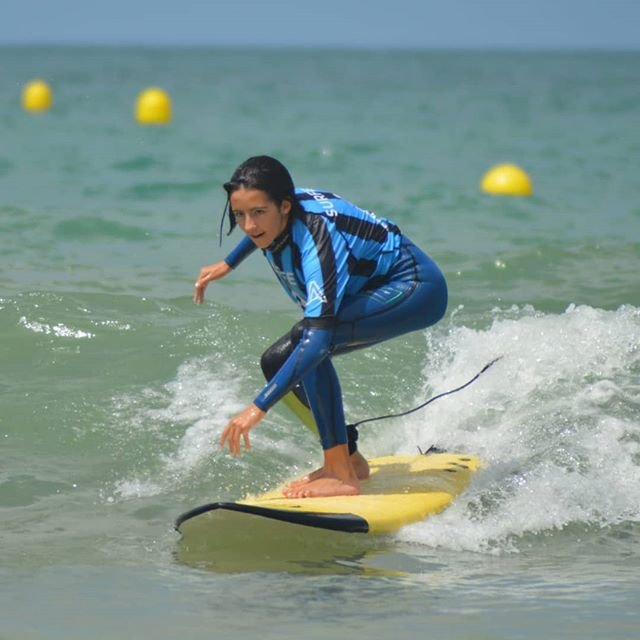 "Victoria ""Princesa de las olas"". 💙💯🙌🌻 📷@pilarplaro  Our Info: 🖨️ Website: www.aureasurf.com Contact: 856507490 Facebook: AUREA Surf Instagram: @aureasurf  #escueladesurfencadiz #cadizsurfschool #cadiz #cadizfornia #south #andalusia #waves #surfing #surfer #surfline #goldengirl #nextlevel #nature #princess #anotherdimension #fun #style #energy #powersurfing #friends #familyaureasurf #yoursurfschool #prodigy"