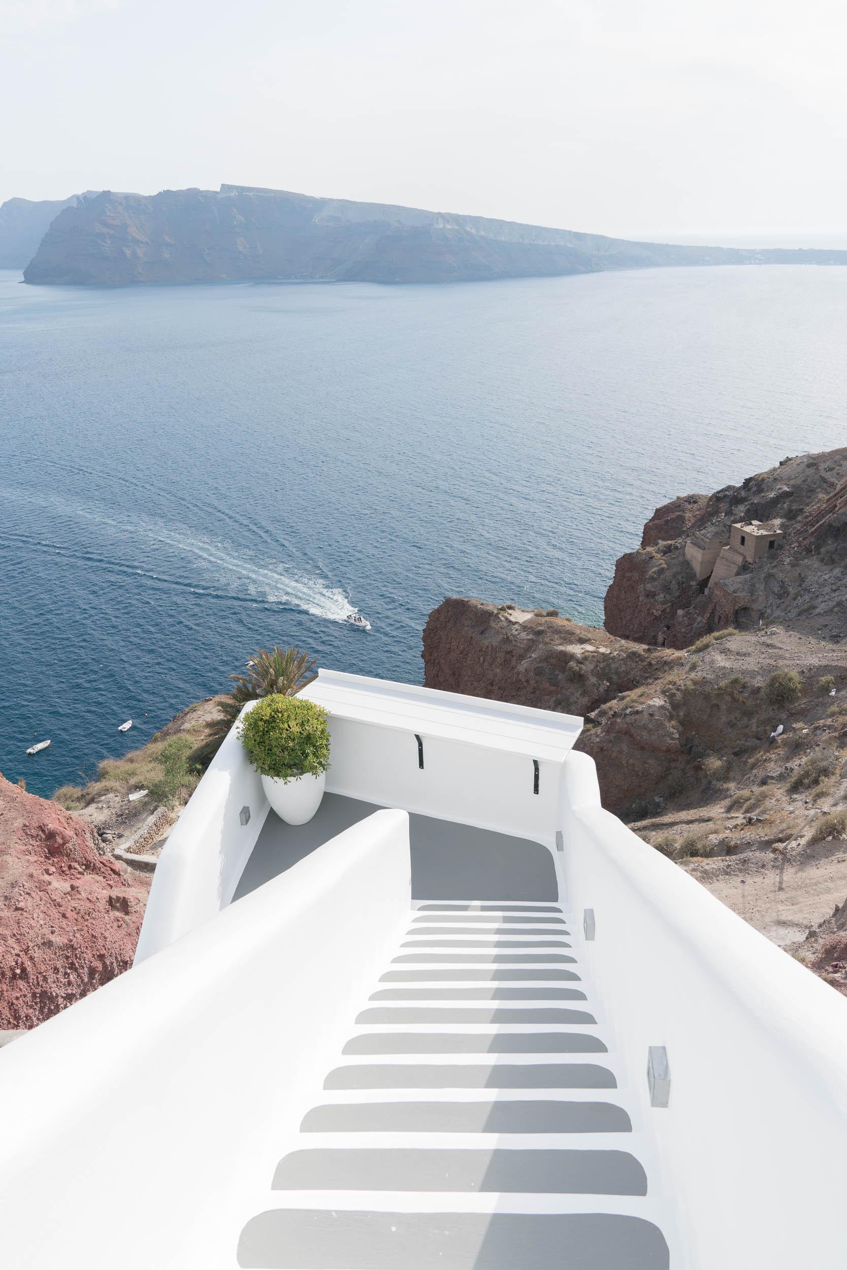 the_getaway_edit_greece_santorini_oia_charisma_suites-1.jpg