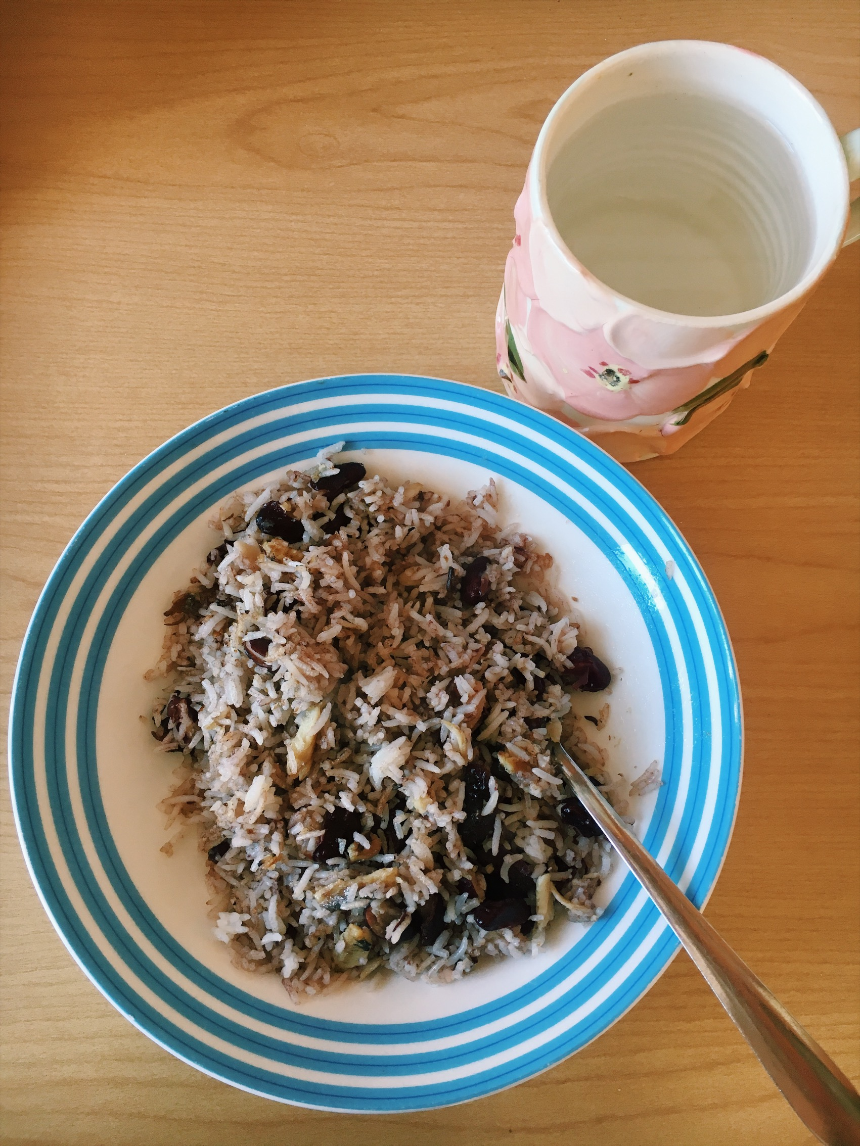Rice, kidney beans, kale, and some garlic with a lovely cup of hot water.