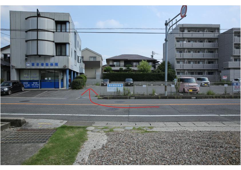 prope+の向かいの駐車場に3台あります。propeの文字がついた白いコーンが目印です。