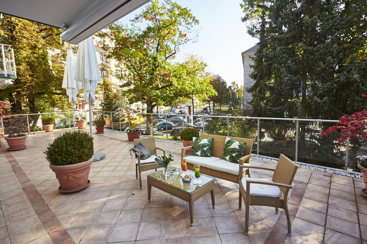 Privat-Terrasse - Diese sehr private Terrasse im 1. Obergeschoss schließt direkt an den Salon Fresko an und bietet bei schönem Wetter den perfekten Rahmen für Ihre Veranstaltungen.