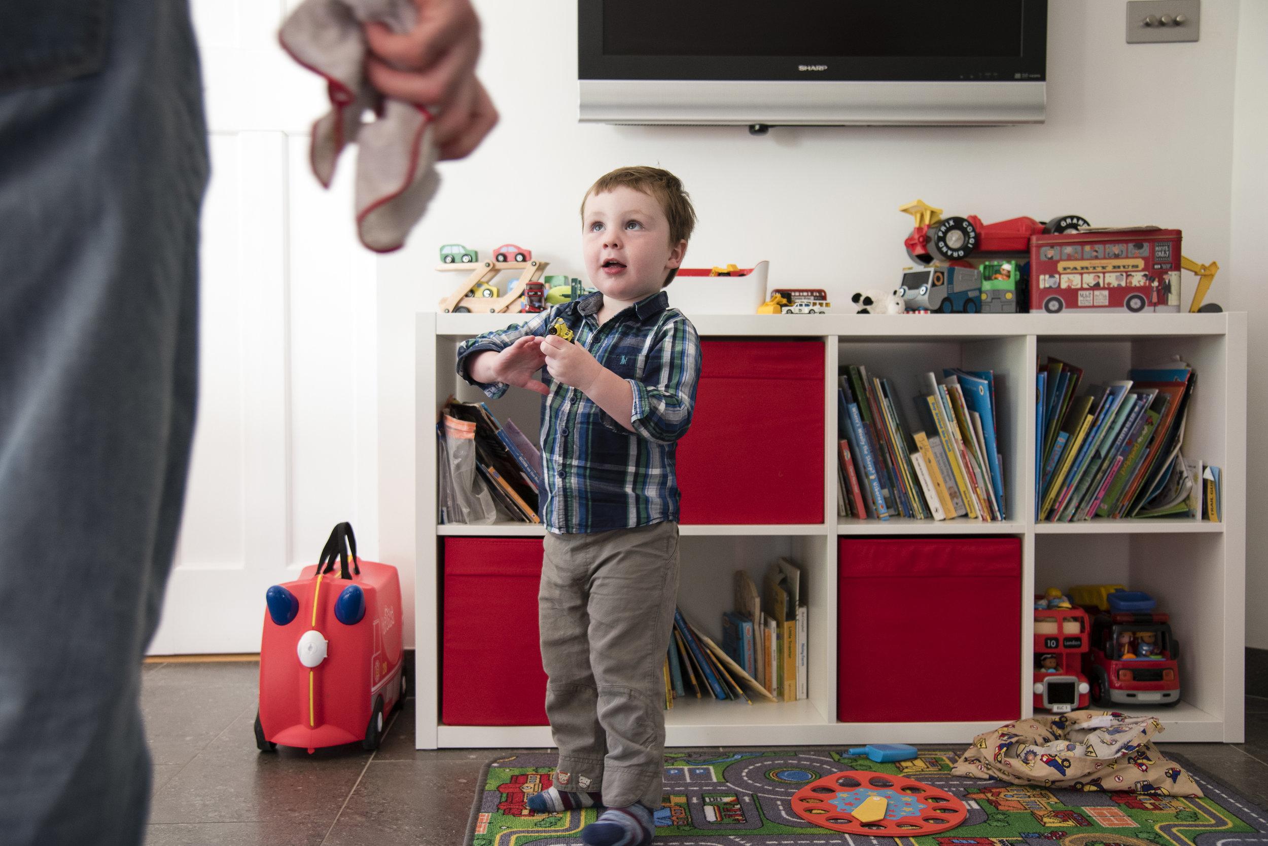 sally-hornung-photography-boy-toy-box.jpg