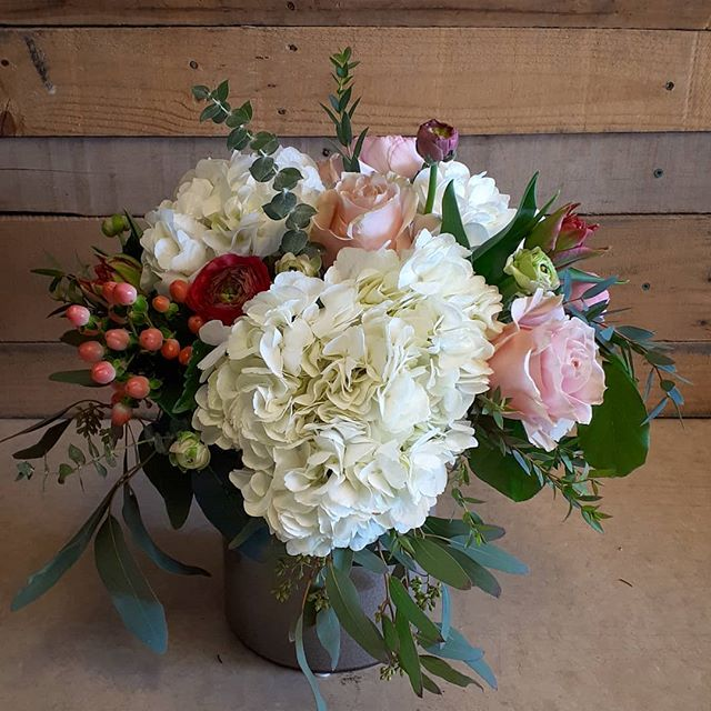 When clients are more concerned with quality vs size, beautiful things happen #ranunculus #hydrangea #seededeucalyptus #parrottulips #soft #toneontone #pammettsflowers #ptbolove #sympathy